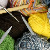 Hvilke slags strikkepinde findes der?