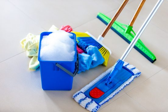 Den industrielle rengøringshjælp