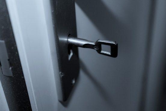 Er det tid til, at du får en ny låsekasse i døren?