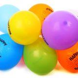 Balloner, pirater og julemanden - så er der børneunderholdning